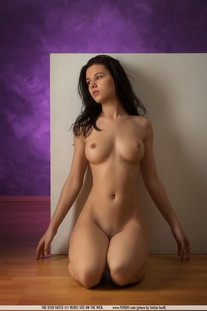 фото молодых голых брюнеток