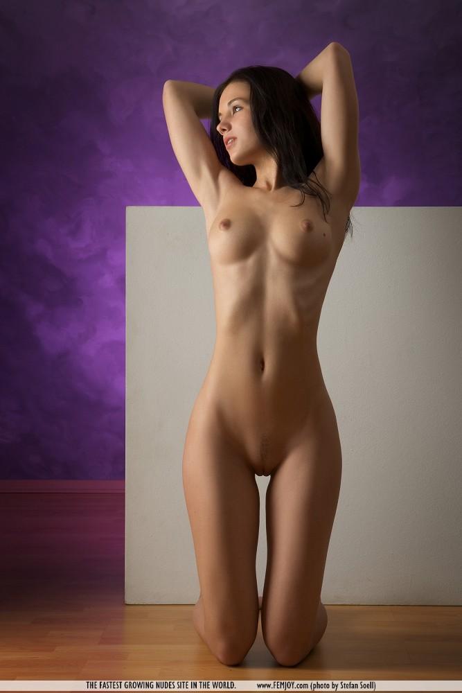 фотографии голых красивых молодых девушек